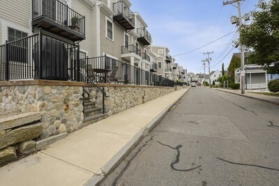 27 Howland St Unit 7, Plymouth, MA 02360 - Photo 1
