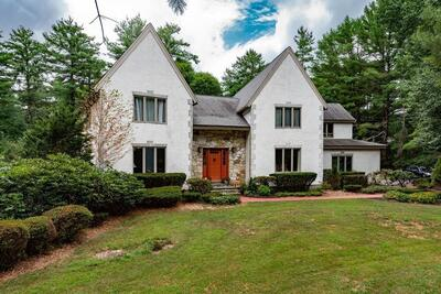 Main Photo: 12 Carriage House Dr, Lakeville, MA 02347