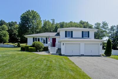 Main Photo: 76 Overlook Dr, Ludlow, MA 01056