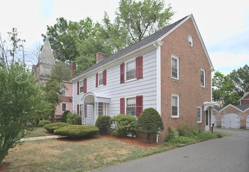 21 Buckingham Pl, Springfield, MA 01109 - Main Photo