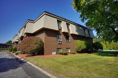 Main Photo: 9 Hallmark Gdns Unit 9, Burlington, MA 01803