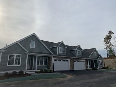 Main Photo: 33 Country Club Ln Unit 33, Lakeville, MA 02347
