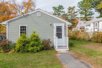 Main Photo: 13 Mayflower Rd, Holbrook, MA 02343