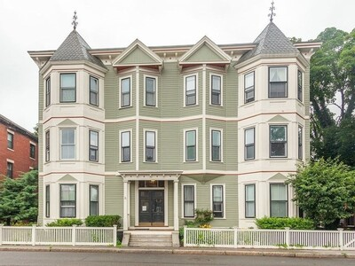 Main Photo: 38 Linden St Unit 4, Brookline, MA 02445