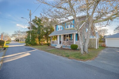 Main Photo: 8 Hawthorne Court, Falmouth, MA 02540