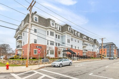 Main Photo: 16 Willow St Unit 303, Melrose, MA 02176