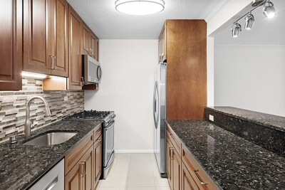 Main Photo: 2 Hawthorne Pl Unit 9H, Beacon Hill, MA 02114