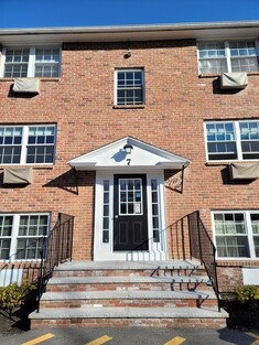 Main Photo: 7 Colonial Village Dr Unit 6, Arlington, MA 02474