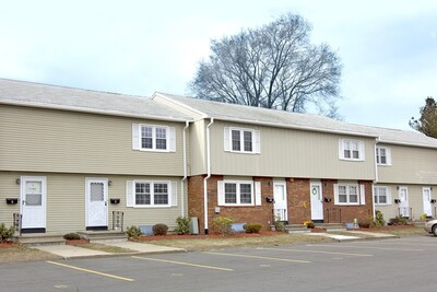 Main Photo: 10 Yorktown Ct Unit 10, Chicopee, MA 01020