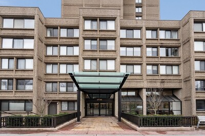 Main Photo: 1731 Beacon St Unit 605, Brookline, MA 02445