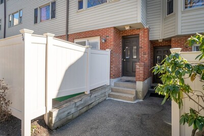Main Photo: 54 Regent Cir Unit 54, Brookline, MA 02445