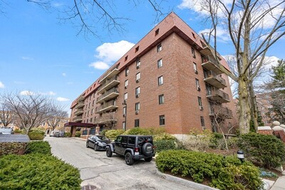 Main Photo: 135 Pleasant St Unit 606, Brookline, MA 02446