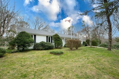Main Photo: 40 Clubhouse Dr, Bourne, MA 02559