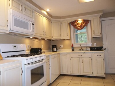 3 Viking Ter, Worcester, MA 01604 - Photo 1